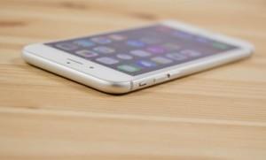 Бывает айфон с слотом для карты памяти